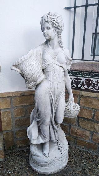 Escultura Pesanella en piedra