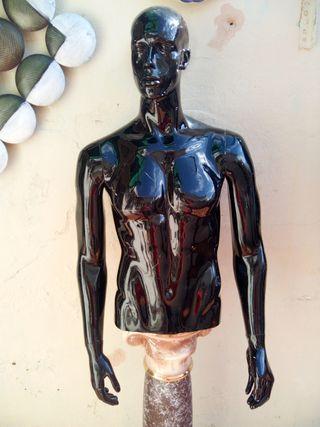 maniquí hombre medio cuerpo