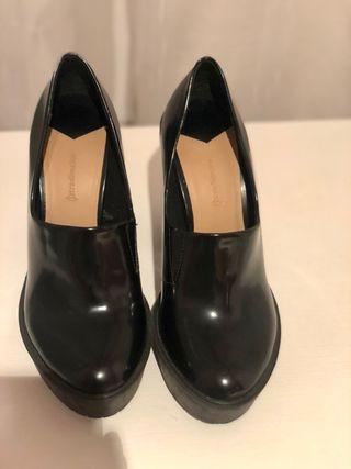 Zapato tacón negro (Stradivarius)