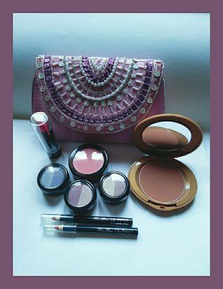 Maquillaje y regalo neceser