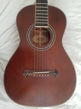 Guitarra acústica parlor Washburn 125 aniversario.