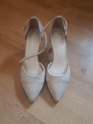 zapatos ante beige tacón bajo