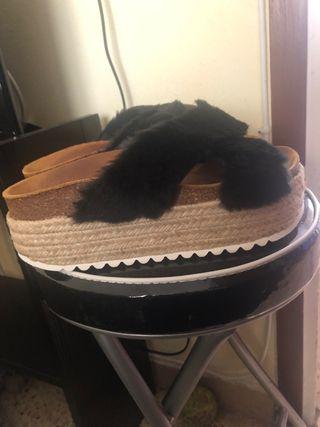 Sandalias plataforma tiras pelo negro peluche