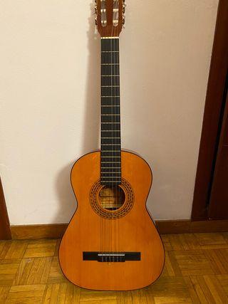 Guitarra española 4/4, marca Admira