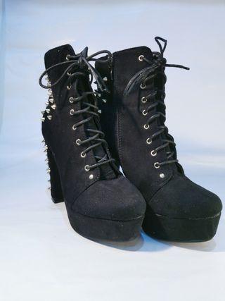 botas negras ESTILO jeffrey campbell