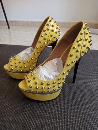 Zapatos amarillos, tacón, piel, Kurt Geiger.