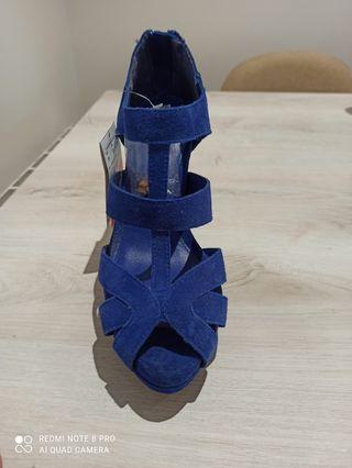 zapatos de tacon azul Stradivarius