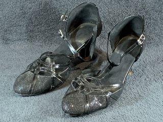 Zapatos para baile de salón y latinos.