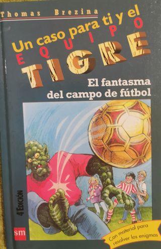 libro El fantasma del campo de fútbol