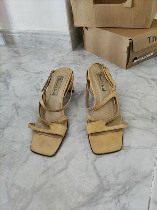 Zapatos de tacón color beige del 40
