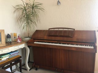 An identical piano to the one Princess Diana had