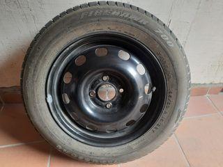 Llanta de acero con neumático nuevo