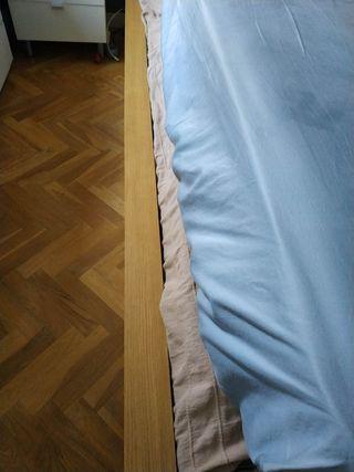 Canapé madera IKEA. URGE