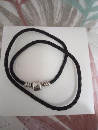 pulsera cuero y plata Pandora