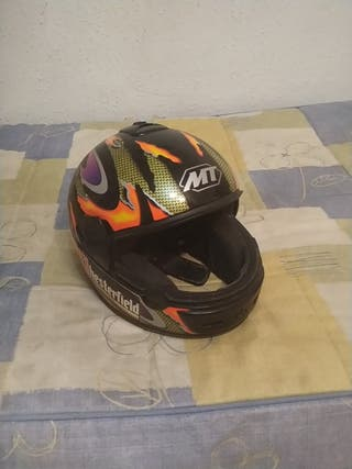 casco de moto MT decoración Chesterfield