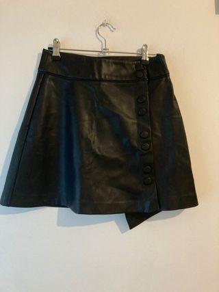 Falda negra botones