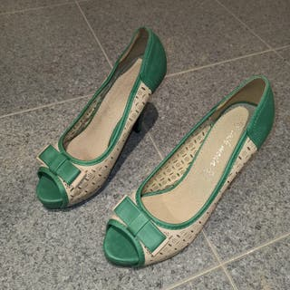 Zapatos tacón verde y beige