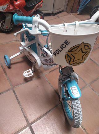 bicicleta niño policía
