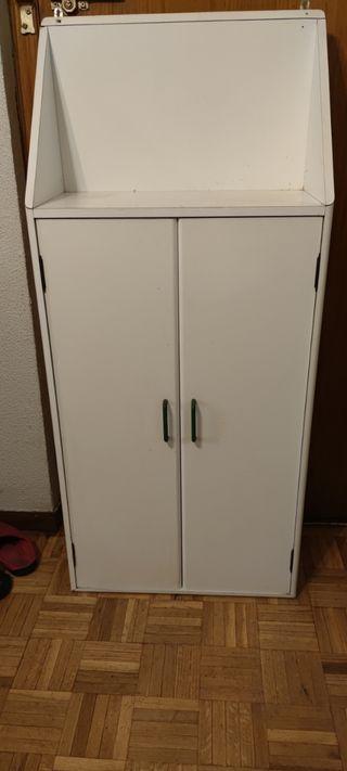 armario blanco con baldas
