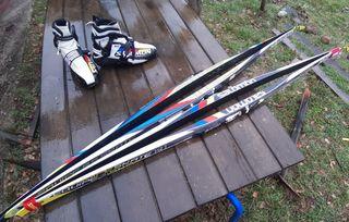 Equipo de esquí de fondo patinador