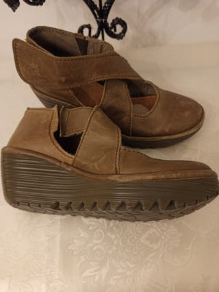 Zapatos de piel FLY LONDON. talla 38 a estrenar