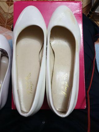 zapatos usados estan amarillos pero se arreglan