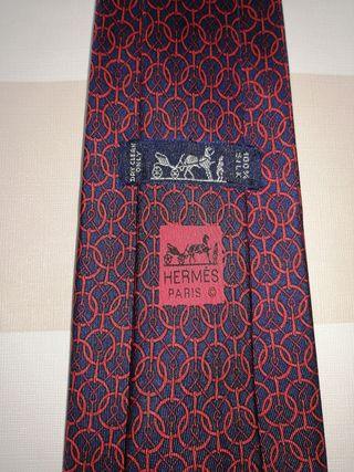 corbata Hermes sin estrenar circulos