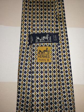 corbata Hermes sin estrenar amarillo