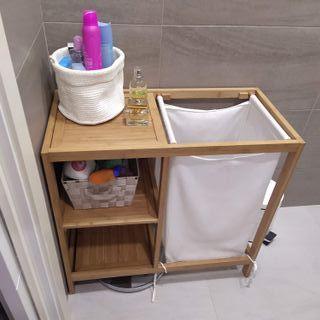 Estantería de baño bambú con cesto para colada