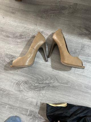 Zapato de tacón alto abierto dedos