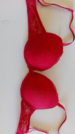 Bonito sujetador rojo push-up