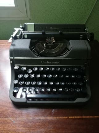 Maquina de escribir UNDERWOOD años 40