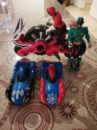 MUÑECOS POWER RANGERS+COCHES SPIDERMAN.
