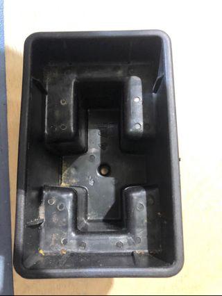 Caja para batería de vespa et moto de 49cc