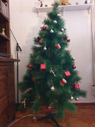 Arbol de Navidad con Decoraciones