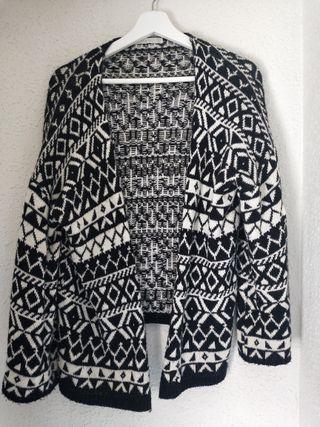 chaqueta negra y blanca talla m Zara étnico
