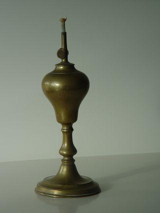 Antígüa lámpara de mecha