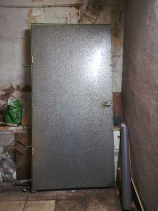 Puerta de chapa galvanizada