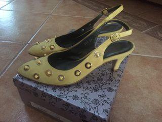 Tacones amarillos marca laura amat