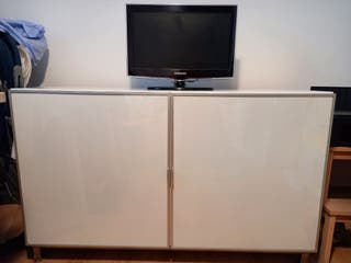 Mueble almacenaje de Ikea y televisión 20 pulgadas