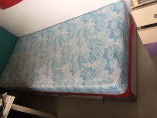 Canapé abatible y colchón individual