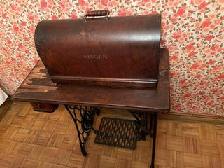 Máquina antigua single con mueble