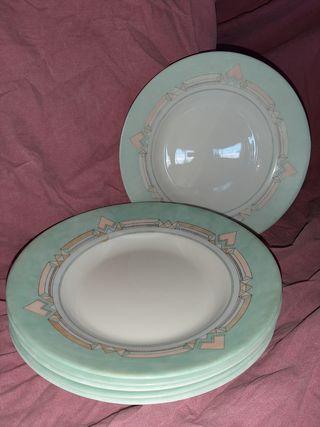 Platos blancos y verdes