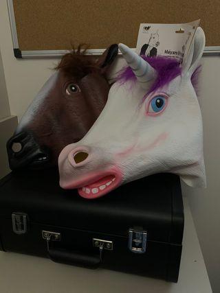 2 máscaras de caballo