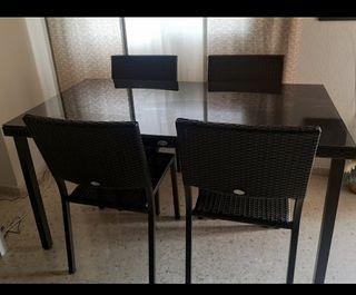 mesa y juego de 4 sillas