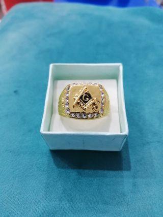 anillo golfied dorado con piedras
