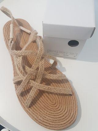Sandalias planas de cuerda y esparto
