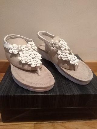 Sandalias acolchadas.Nuevas!!
