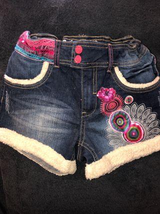 Pantalón corto Desigual