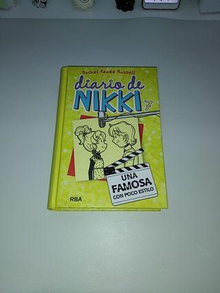 Diario de NIKKI 7 (Una famosa con poco estilo)